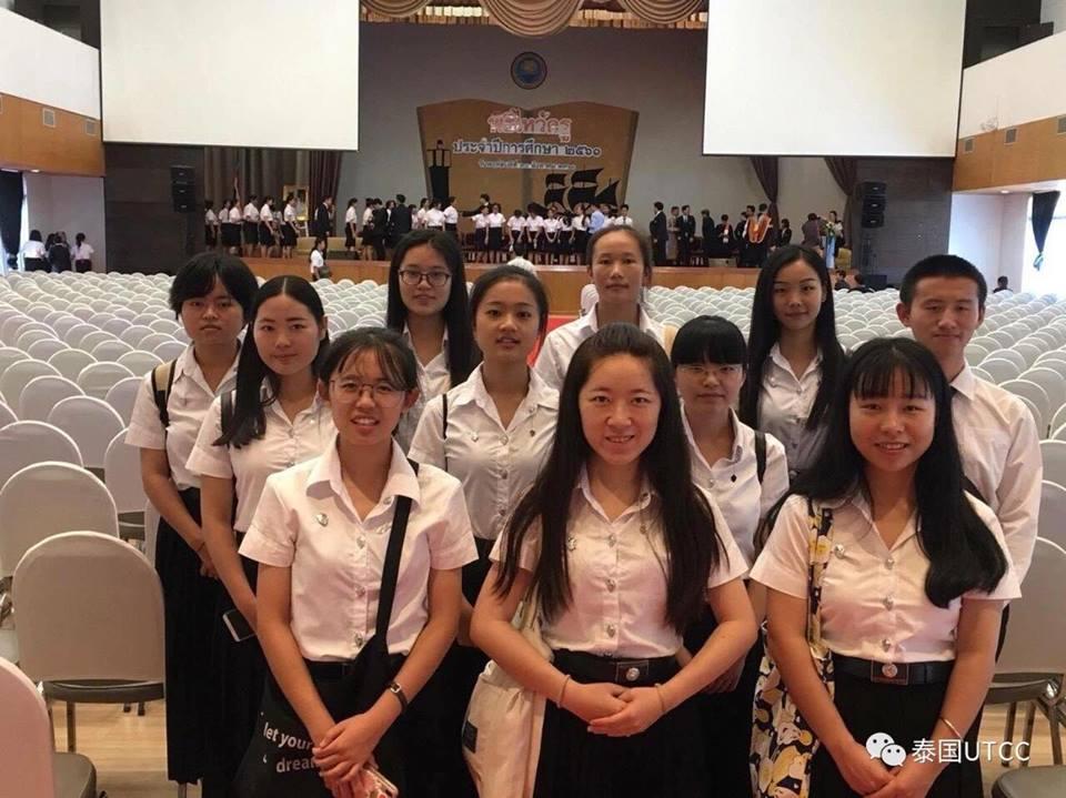 中国留学生参加泰国商会大学拜师节活动!