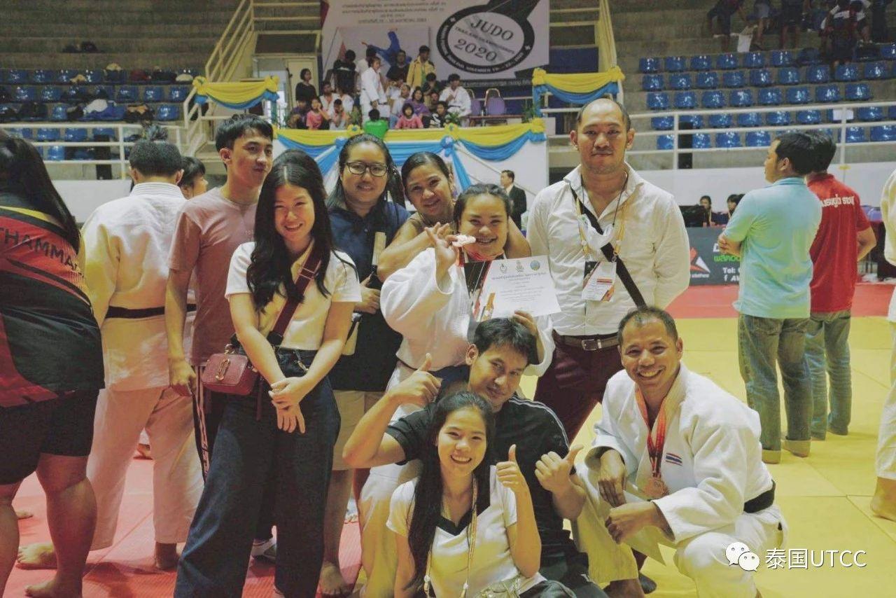 热烈祝贺我校自我防卫社团学生代表我校在第24届青少年柔道全国比赛中获奖!