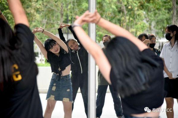 享受每个活动 在泰国商会大学全面提高综合能力