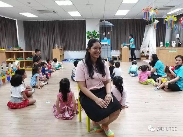 泰国商会大学新开设本科制幼师教育学院,毕业后可成为小学、幼儿园老师,适合热爱小孩子的同学们