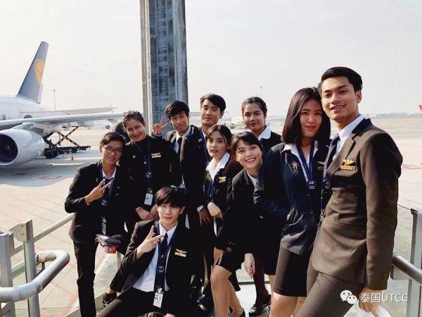 民航商务专业汇总展览在素万那普机场实习期间同学们的照片Life in Airport
