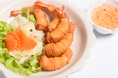 กุ้งโสร่ง / Deep fried Shrimps Wrapped with Noodles