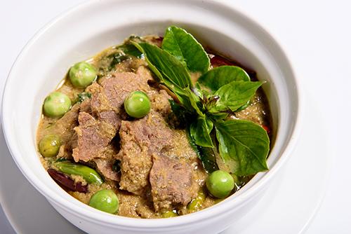แกงเขียวหวานเอ็นเนื้อน่อง พริกขี้หนูสวน บรั่นดี / Green Curry with Beef
