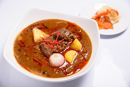 แกงมัสหมั่นเนื้อเอ็นน่อง หรือไก่ / Beef or Chicken Masaman Curry