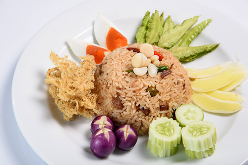 ข้าวผัดน้ำพริกลงเรือ / Shrimps Paste Fried Rice